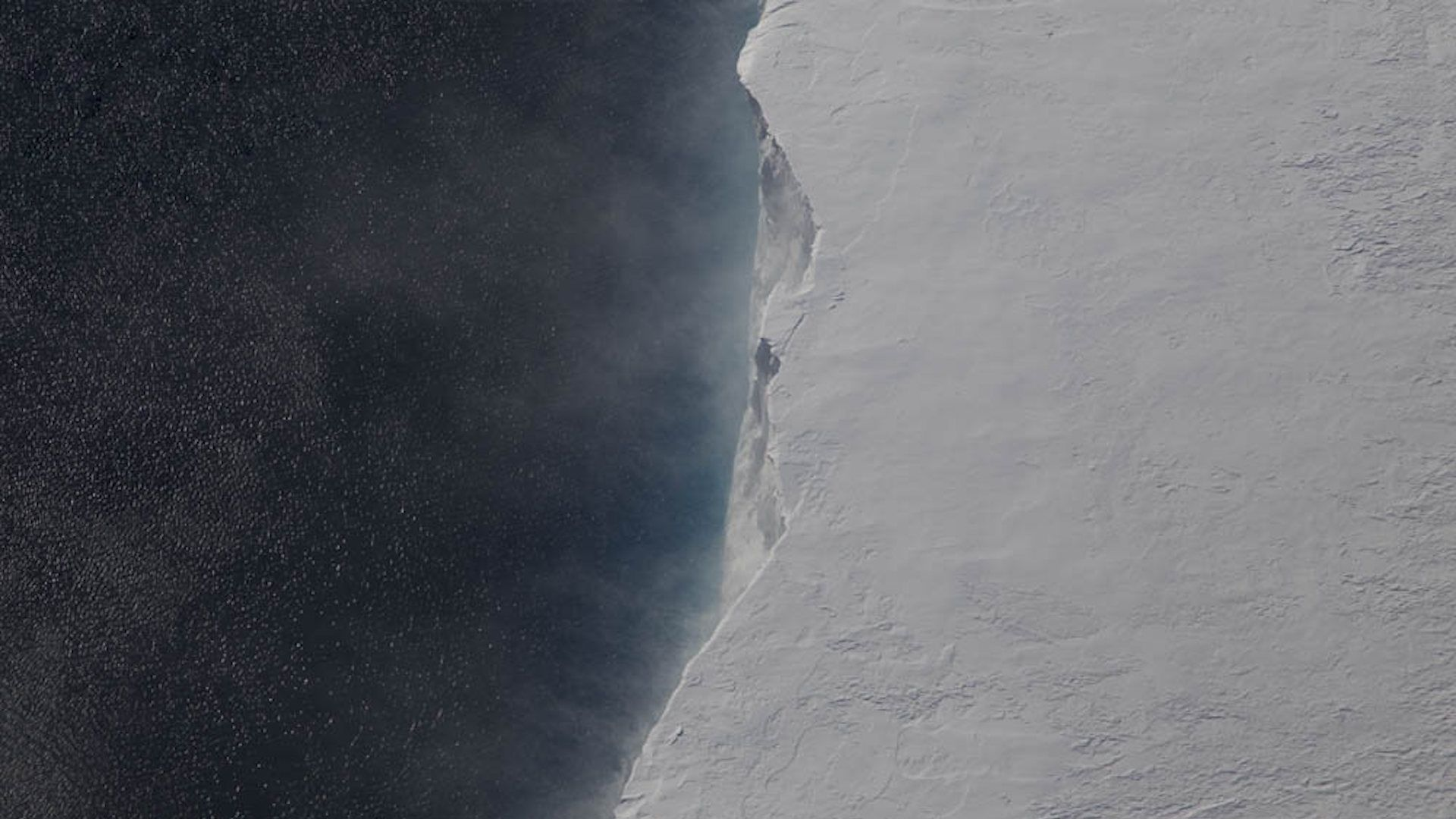 From Antarctica iceberg broke off giant size