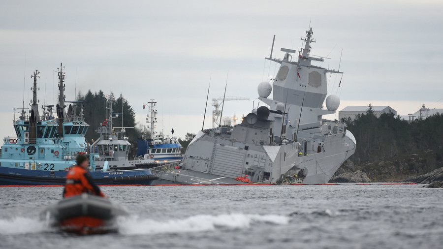 A Tanker and a Frigate of the Norwegian Navy Collide Off the Coast of the Country
