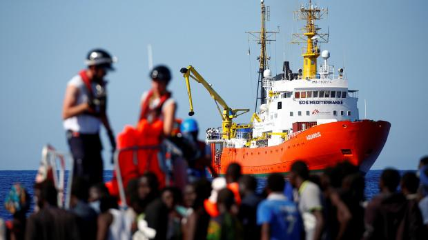 A US ship rescues 41 migrants after a shipwreck and asks to be transferred to the Sea Watch1