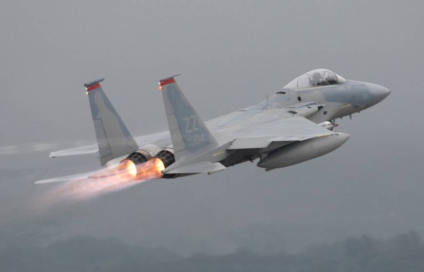 USA  fighter jet crashes into sea off Japan