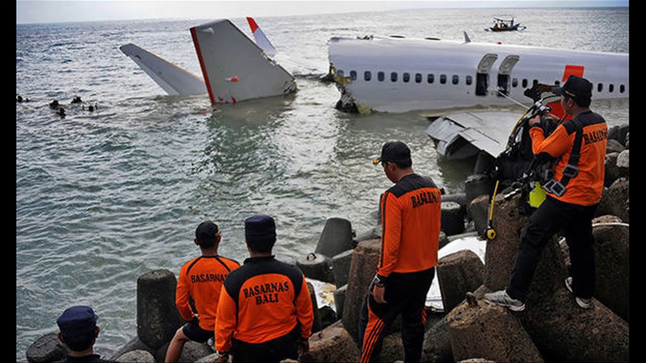Diver Dies While Trying to Recover Bodies of Plane Crash in Indonesia