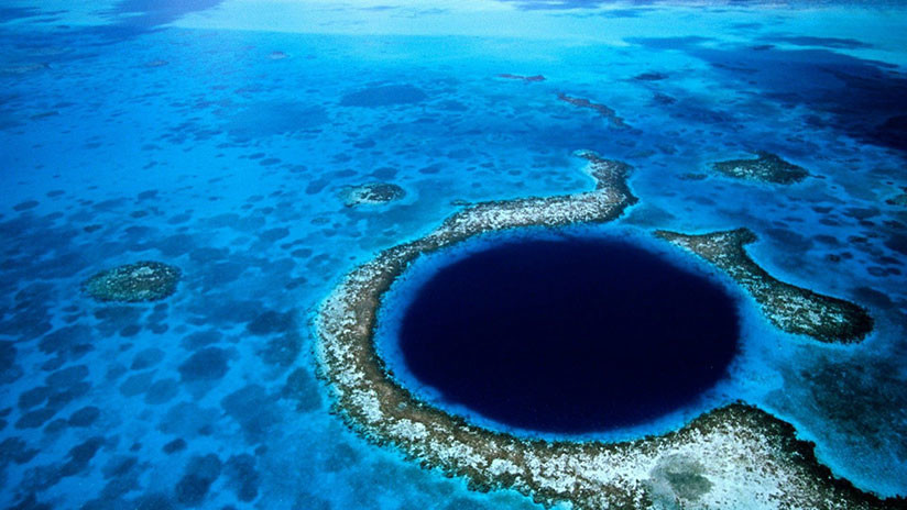 Explore the Great Blue Hole of Belize Live, An Absorbing Enigma of the Ocean World