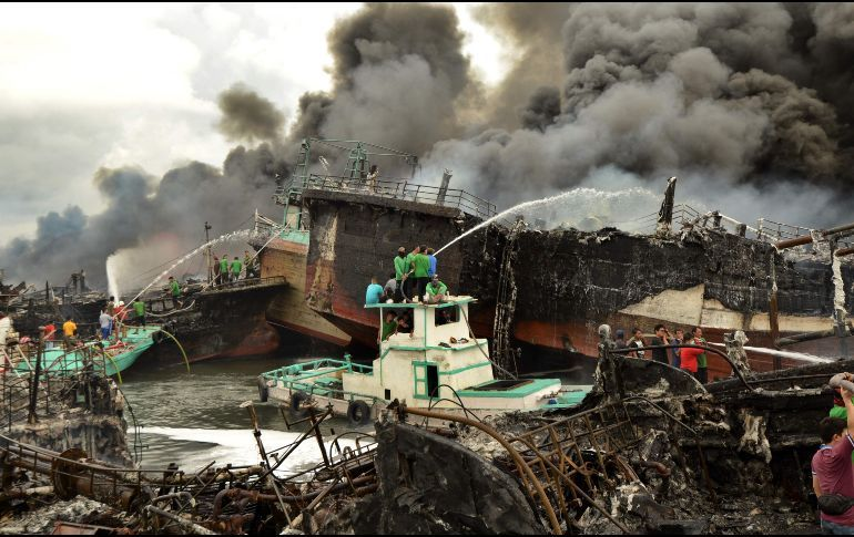 Fire in an Indonesian Port Affects 39 Vessels