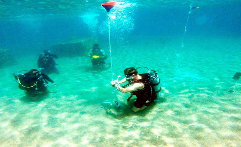 Honduras Prepares a Team of Combat Military Divers