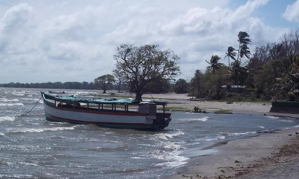In Nicaragua Eight Fishermen Survive Shipwreck at Lake Cocibolca