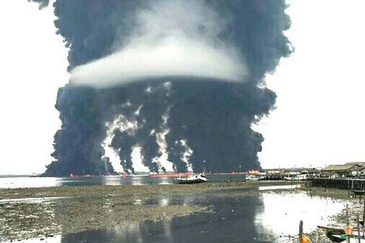 Indonesian government investigates oil spill on an island