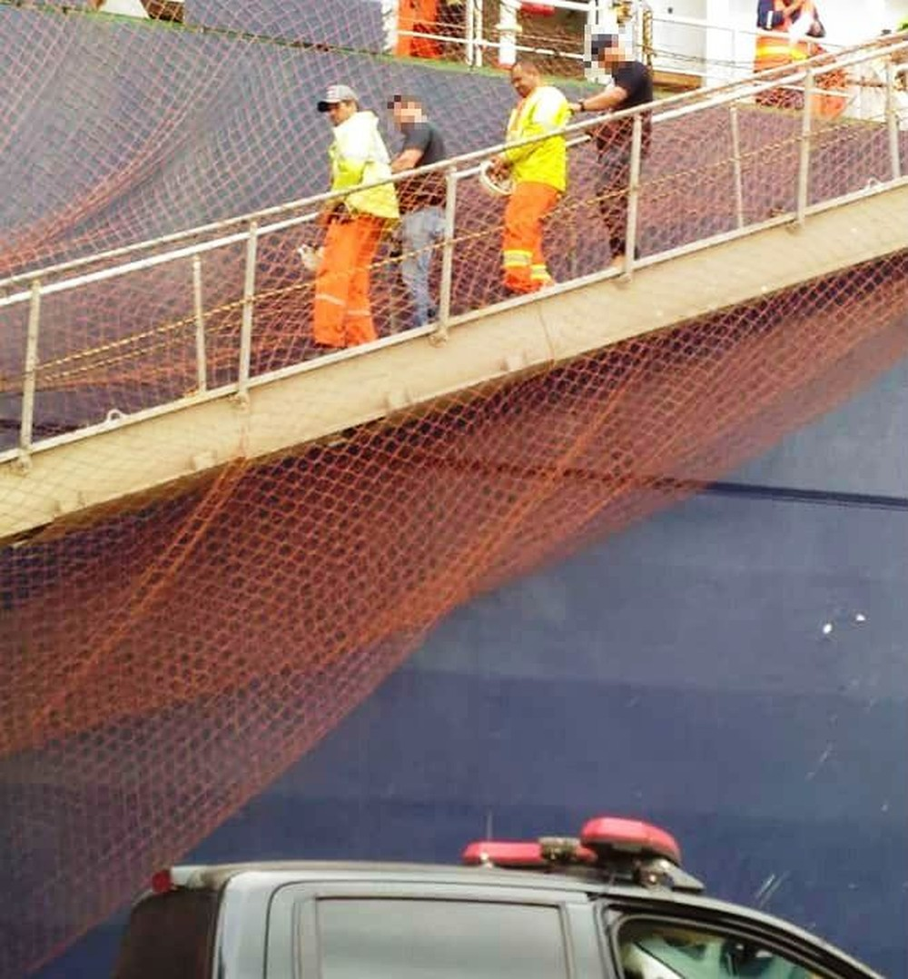 Justice Keeps Dockers Arrested Who Hoist Cocaine to Ship at Santos Port, Brazil