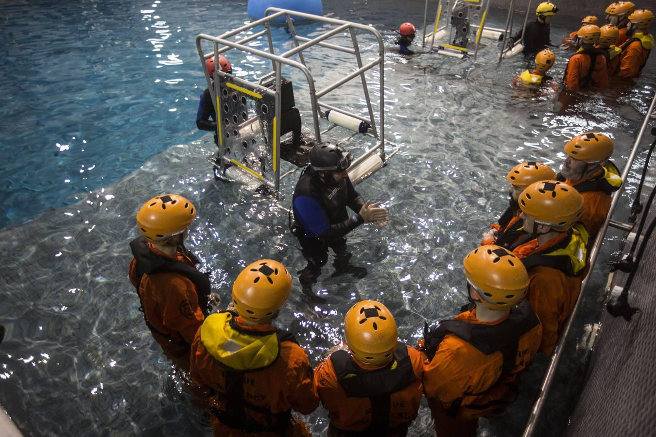 Learn to Survive a Helicopter Accident at Sea