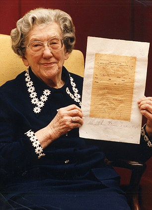 Letter Written on Titanic was Penned Just Hours Before it Sank by Mother and Daughter