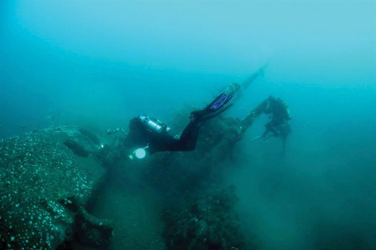 Second World War Submarine Is Guarded by These Divers
