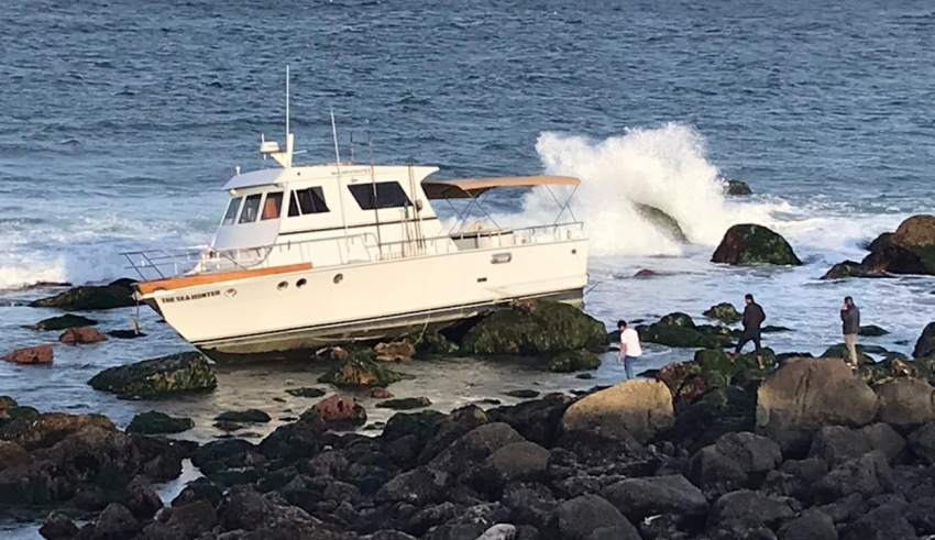 Seven Foreigners Rescued from Ship Stranded on Isla Todos Santos