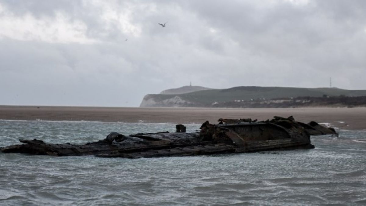 Stunning Discovery of German Submarine of the First World War on French Beach