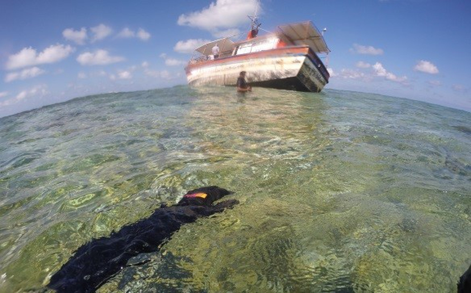 "The Boat Called ""Fallo"" Crashes into the Yucatan Reef"