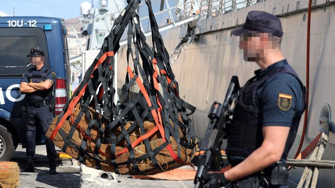 They Capture a Ship in the Atlantic With 1,400 Kilos of Cocaine