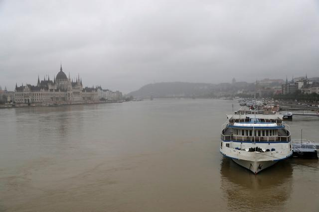 Tourist Boat Collides With Ship On The Danube In Budapest Causing Fatalities And Missing Passengers