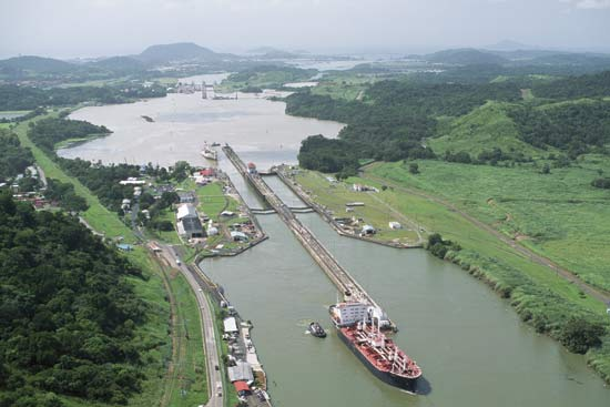 Two Ships Rub Against Each Other When Crossing the Panama Canal Without Affecting Traffic