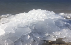 Sheets of Ice Get Blown to Shore in SHOCKING and Satisfying Manner