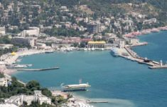 Oil leaks at water area of the Russian port of Yalta