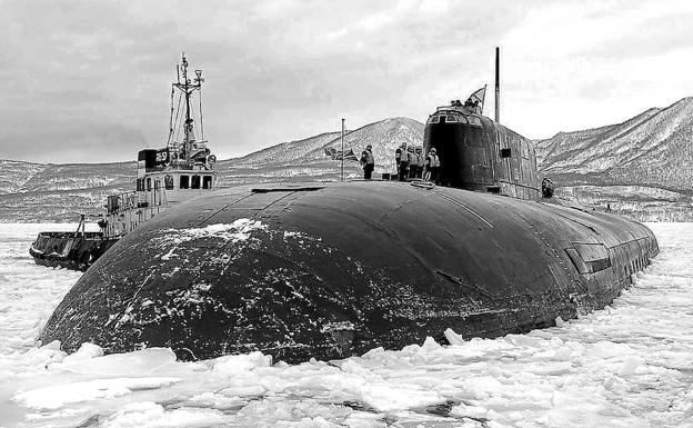 A Grave Under the Sea, The 118 Crew Members of the Russian Submarine Kursk Died Because of a Fatal Chain of Technical and Human Errors