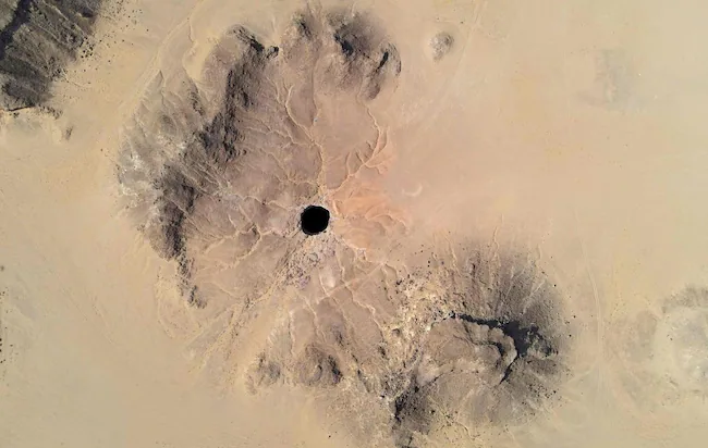 """A Mysterious Well aka """"Hellhole"""" Fascinates Scientists In Yemen 1"""