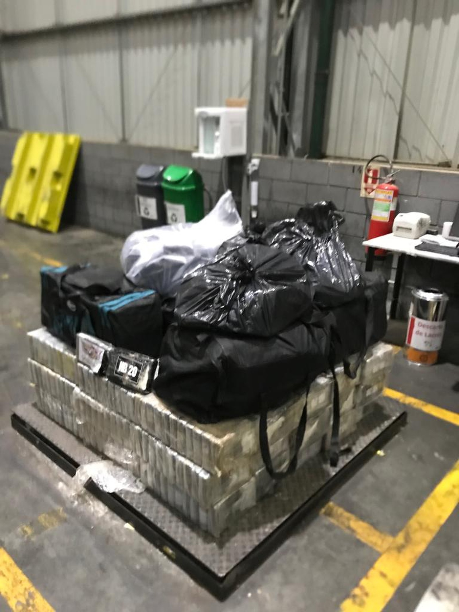 After Seizing 3.3 Tons Of Cocaine, Federal Police Find Another 734 kg At A Home On The Coast Of Paraná