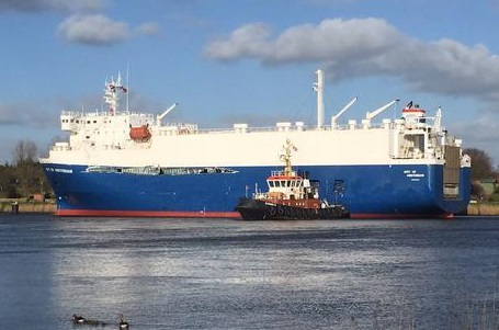 Heavy collision between car carrier City of Amsterdam and