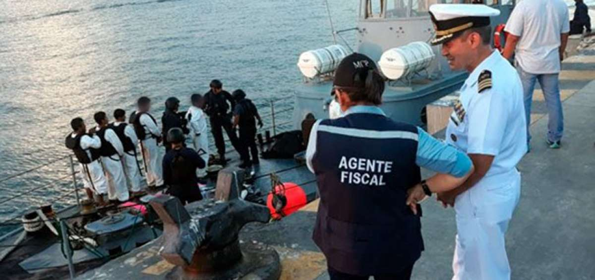 Fishing Boat With 23 Passengers Seized Carrying 680 kilos Of Cocaine And Weapons