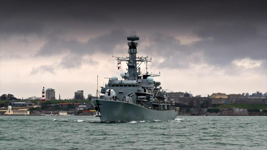 HMS Sutherland, an antisubmarine frigate of the British Royal Navy, sailing in Devonport, Plymouth.