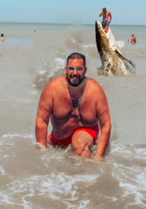 He Asks To Edit Intruder From His Vacation Photo and Becomes Victim Of Hilarious Memes3