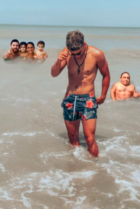 He Asks To Edit 'Intruder' From His Vacation Photo and Becomes Victim Of Hilarious Memes