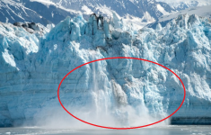 Kayakers Take a Close Look at the Surprising and Dangerous Collapse of a Glacier Spencer Glacier in Alaska. [Video]