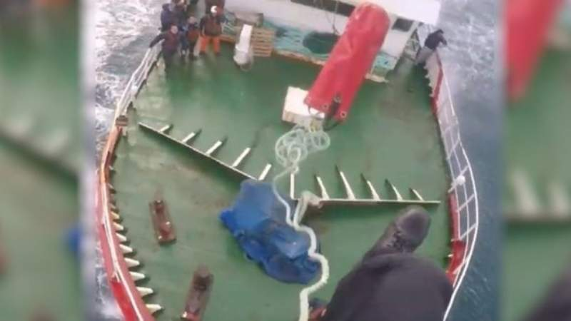 Like Scenes From A Movie! Impressive Rescue Of A Fisherman From A Boat Suffering A Stroke
