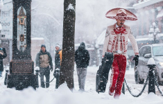 Meanwhile In Canada A Mariachi Walks Through Snow Goes Around The World [PHOTO]
