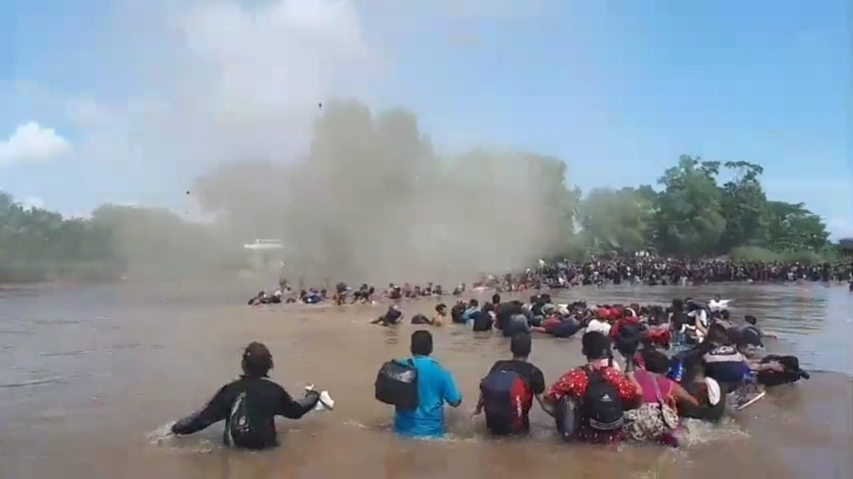 Mexican Navy Prevents Migrants Crossing the Suchiate River With a Helicopter