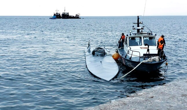 Narco Submarine Carrying Two Tons Of Cocaine In Peru Captured And Being Towed To Paita