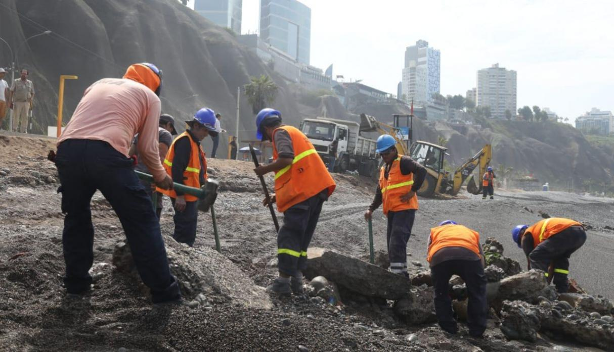 Playa Redondo: Abandoned Debris Removed for More Than 15 Years