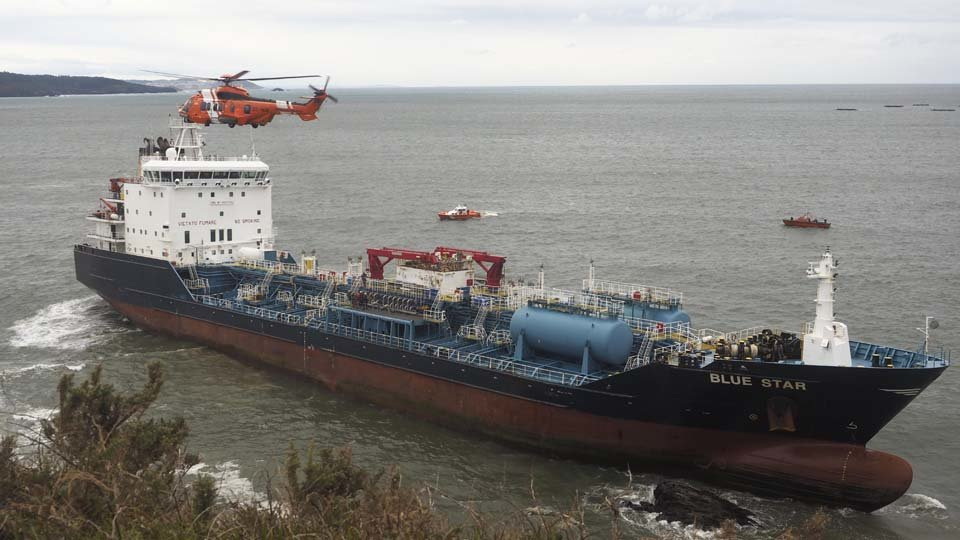 "The ""Blue Star"" Will Be Rescued With The Filling Of Air In Its Ballast Tanks Spain"
