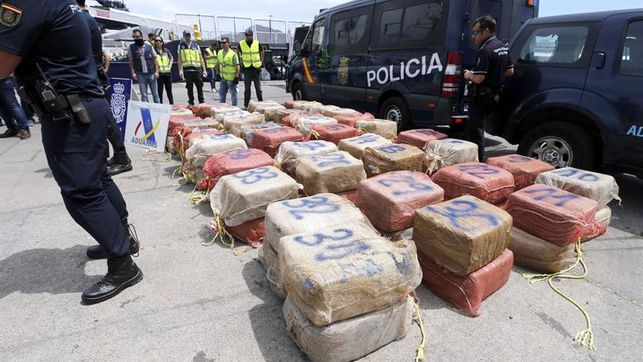 The National Police Seizes a Tug with 1,400 Kilograms of Cocaine in Waters Near the Canary Islands Will Dock in Spain