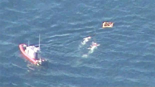The Navy Rescues Six People from a Plane Crash in La Paz