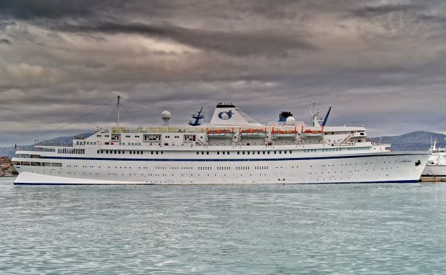 The Oldest Cruise Ship In The World Says Goodbye To The Seas3