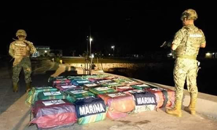 They Confiscate A Ton Of Cocaine After Persecution In Chiapas Mexico Sea