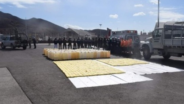 They Insure 630 Kilos of Cocaine and Stop 15 in a Boat from Sinaloa