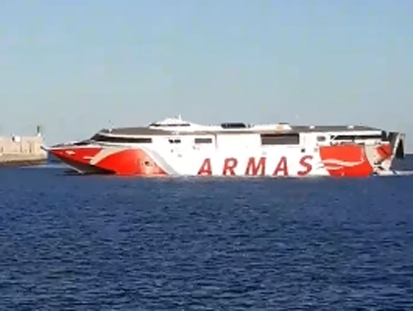 They Manage to Rescue Three People Who Fell to the Sea After the Collision of a Ferry with a Leisure Boat in Gran Canaria