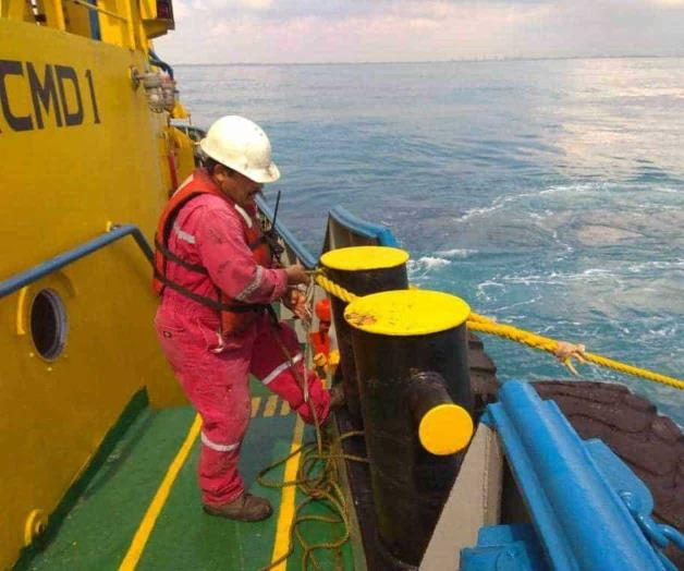 They Perform Oil Spill Simulation.Simulate Ship Crash At Sea