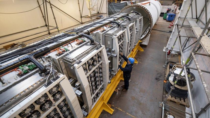 This is How the First Microsoft Submarine Data Centre is Submerged