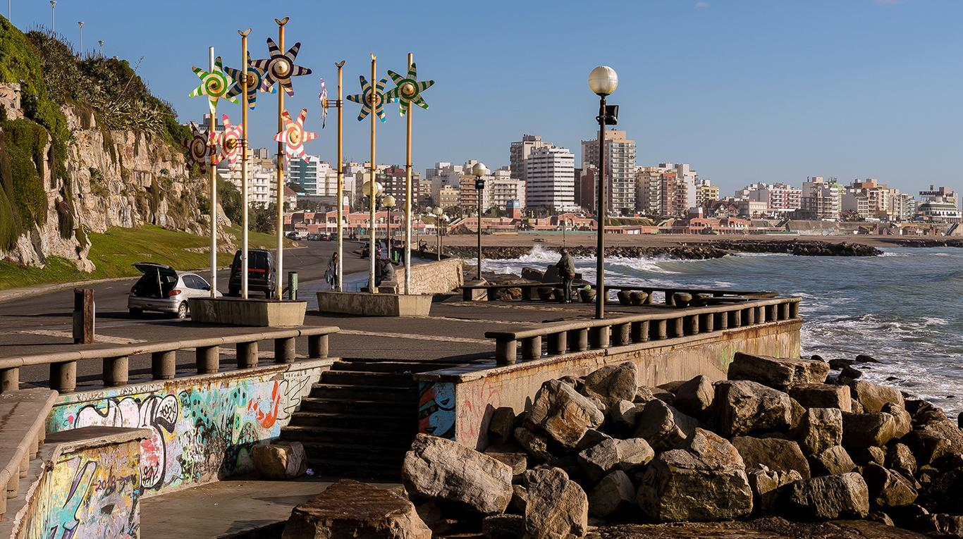 Woman Dies After Falling From A Wall On A Beach In La Perla Mar del Plata Argentina
