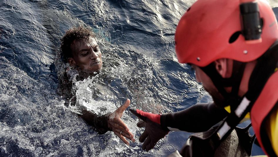 eight civil guards are thrown into the sea to save 16 immigrants