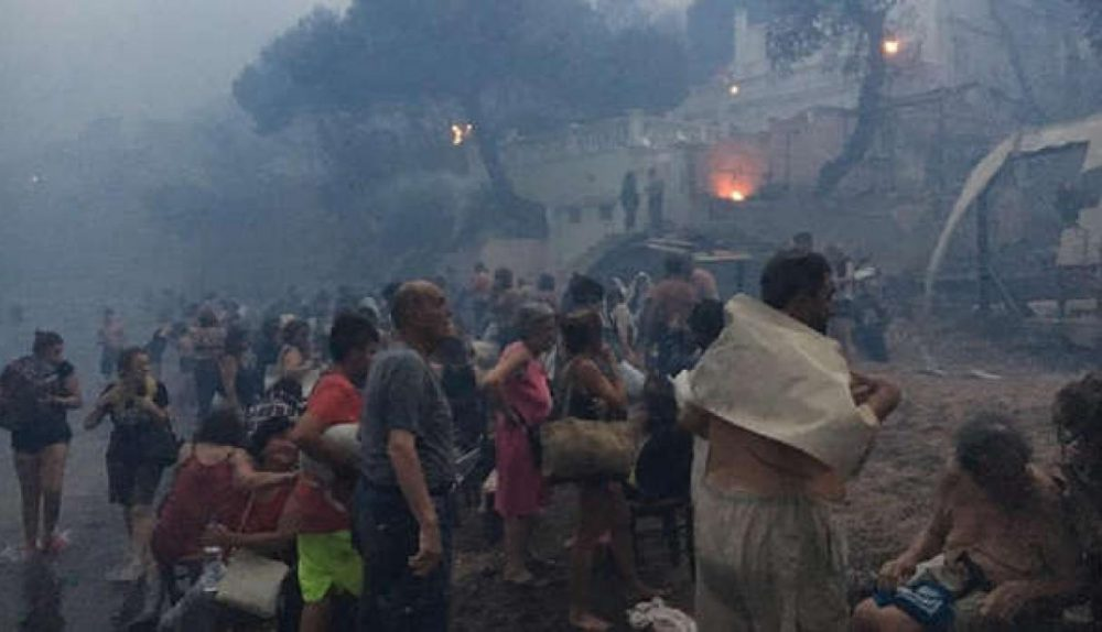shocking images of people seeking refuge in the sea after the fires in Greece1